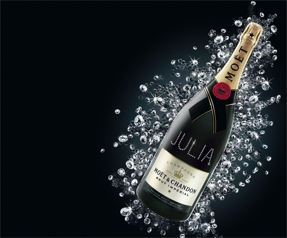 Atelier Moet Chandon Swarovski name personalisierung julia - Atelier Moët - Champagnerflaschen mit Swarovski Kristallen individualisiert
