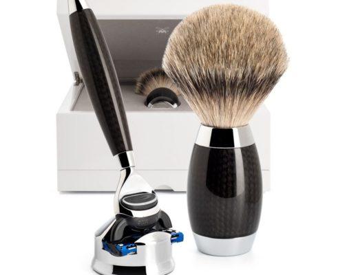 Rasierer Rasierpinsel Carbon Muehle EDITION No 1 520x400 - Stilvoll rasieren - Das Carbon Meisterstück von Mühle