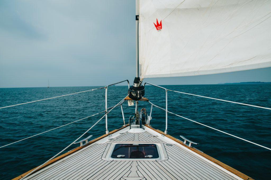 yachtcharter boot 1024x683 - Die eigene Yacht: Freiheitsgefühl pur