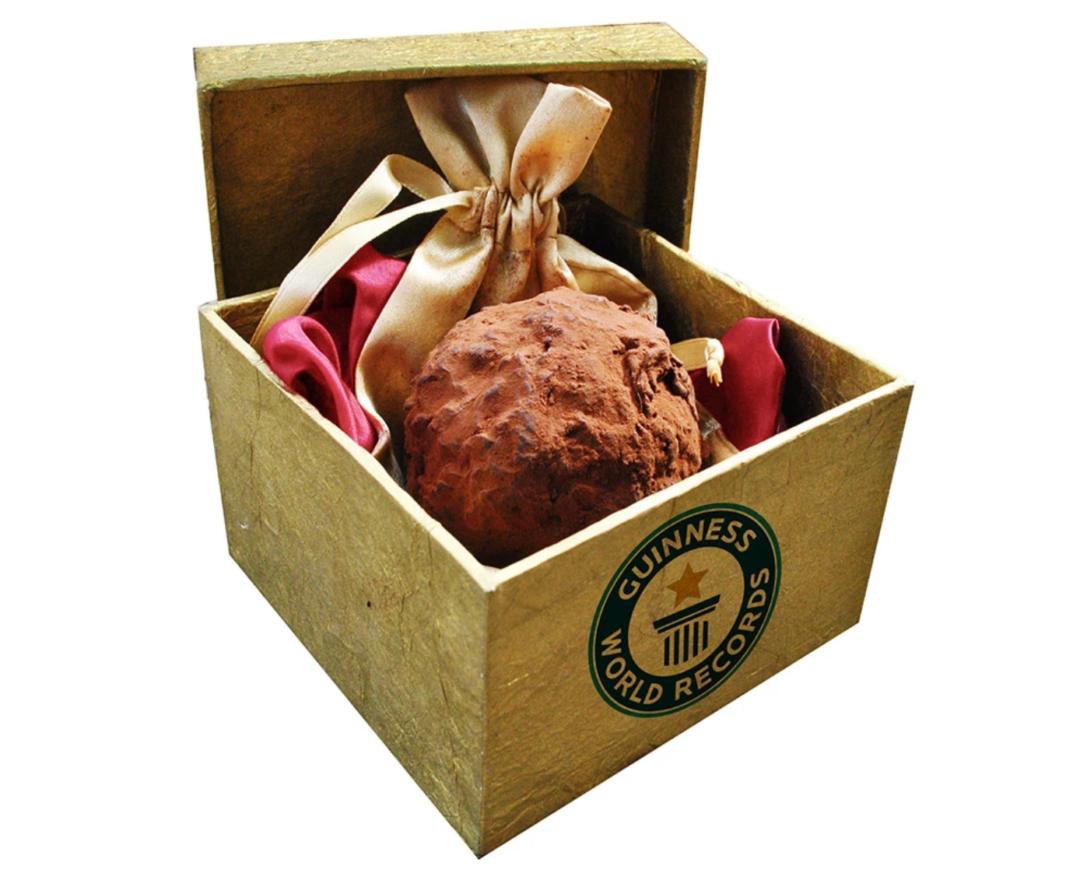 teuerste praline der welt La Madeline au Truffe Knipschildt Chocolatier 1080x887 - Die teuerste und luxuriöseste Praline der Welt: La Madeline au Truffe