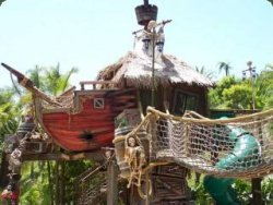Fantasievolles Piraten-Baumhaus © Daniels Wood Land
