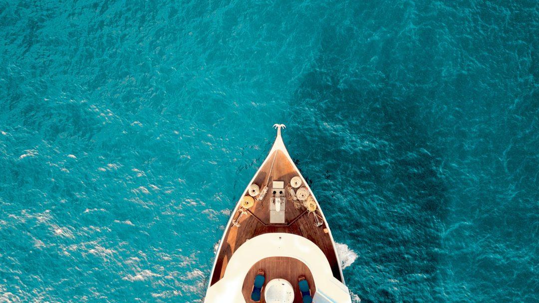 yacht 1080x608 - Die teuerste Privat-Yacht der Welt - Abramowitsch mit Lasern auf Paparazzi-Jagd