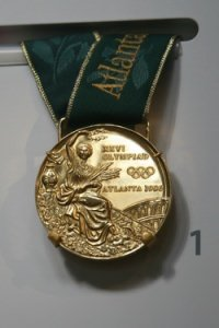 Goldmedialle by flickr cliff1066 - Was kostet eine Goldmedaille?