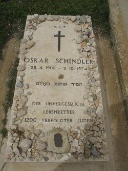Schindlergrave by wiki Acmthompson - Schindlers Liste wird verkauft