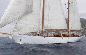 Yacht by multivu - Super Yacht Auction: klassische Ketch zum Segeln wird versteigert