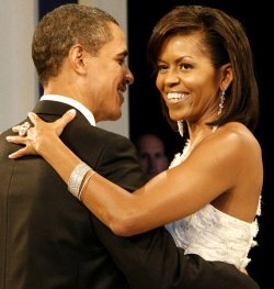 Barack and Michelle Obama by wiki dbking - In den USA wird die Kritik an Michelle Obamas Luxus-Urlaub lauter