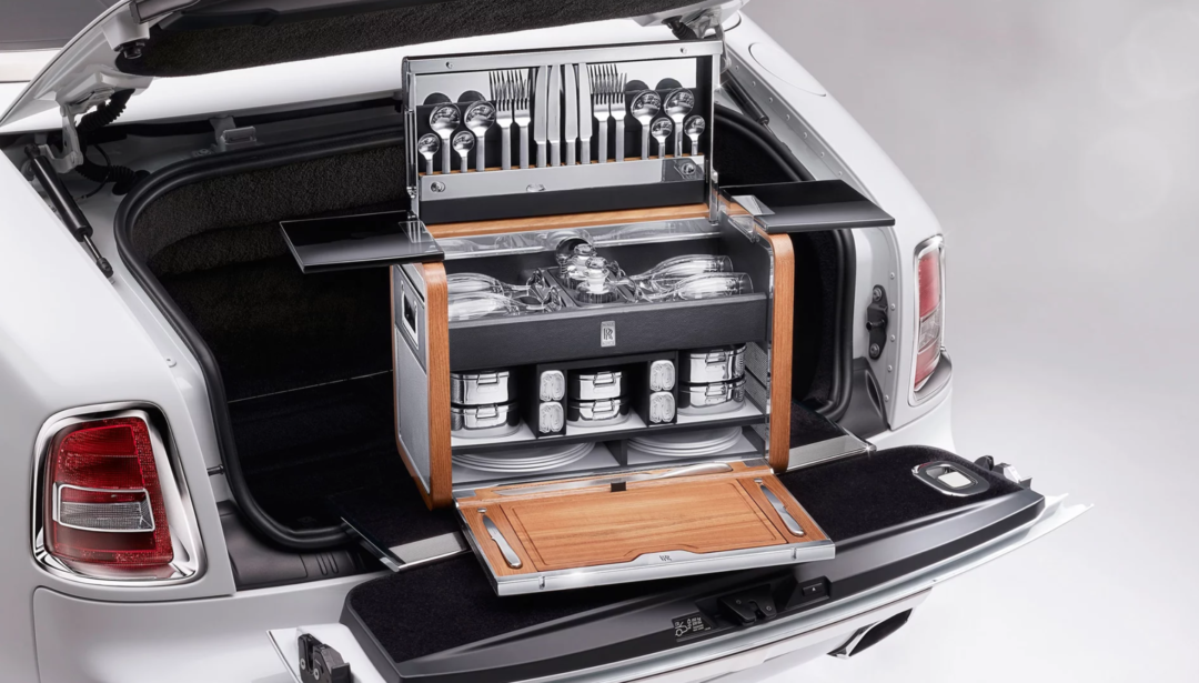 rolls royce picknick korb 1080x615 - Picknick deluxe: Der Rolls Royce Picknick-Korb