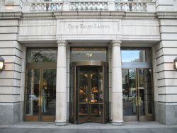 """Ralph Lauren by wiki TonyTheTiger - Charity-Aktion """"Pink Pony"""" von Ralph Lauren"""
