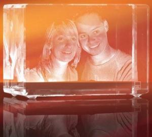 Looxis 3D Foto ins Glas gelasert