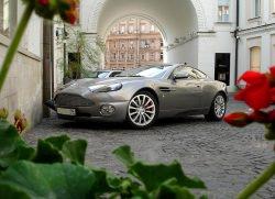 Aston Martin by wikimedia Lelic - Aston Martin und Mobiado: Luxus-Smartphone für den Luxus-Wagen