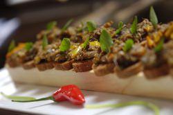 Canape by wikimedia Luis Eduardo Vaz - Das Luxus-Essen für Kate und William