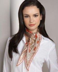 emilio pucci seidentuch 240x300 - Die richtigen Halstücher für Damen