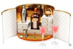 My Cointreau Travel Essentials by Dita Von Teese. Foto Cointreau - My Cointreau Travel Essentials by Dita Von Teese