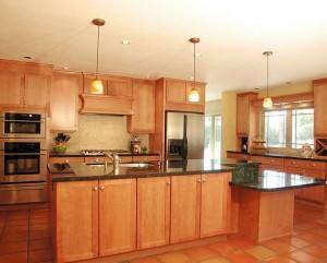NancyHugoCKD 300x241 - Unfälle in der Küche: gut abgesichert