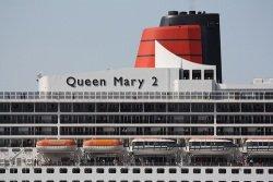 Queen Mary 2 by flickr Dark Dwarf - Queen Mary 2: Generalüberholung in Hamburg