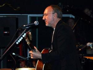 Pete Townshend cc by wikimedia Ron 300x225 - Pete Townshend: iTunes saugt Musiker aus