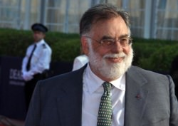 Francis Ford Coppola by wikimedia Georges Biard - Francis Coppola Reserve: Dean Tavoularis designt Etiketten