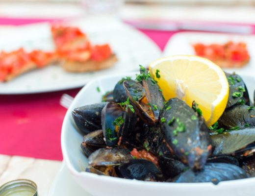 miesmuscheln essen zubereiten rezept essen wie richtig wie lange 520x400 - Knigge bei Miesmuscheln - Wie isst man sie richtig?