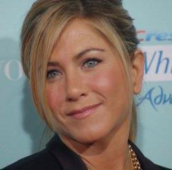Jennifer Aniston by wikimedia Angela George - Jennifer Aniston: Neues Luxusanwesen in Bel Air