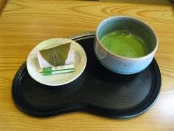 Matcha by wikimedia Taliesin - Matcha: Die edle Teevariante aus Japan und China schwappt zu uns