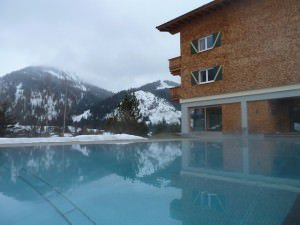 Beheizter Aussenpool 300x225 - Das Hotel Hohenfels im Tannheimer Tal in Tirol