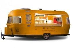veuve clicquot rolling diner Foto PR - Veuve Clicquot Rolling Diner: Fast Food erobert den Luxus-Bereich