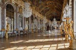 Versailles by wikimedia Myrabella - Schloss Versailles: Prunkvolle Ausstellung von Joana Vasconcelos