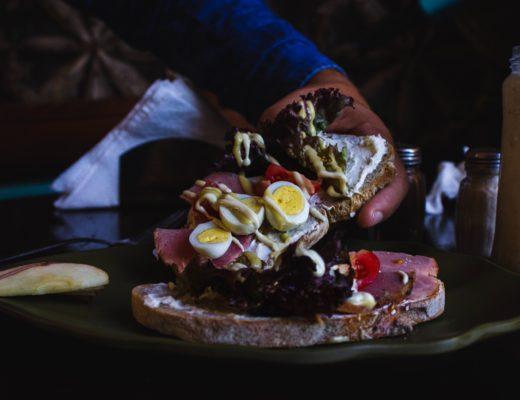 pastrami sandwhich berlin 520x400 - Pastrami Sandwich in Berlin: Das Deli Mogg & Melzer