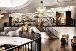 Burberry Flagship Store Quelle Burberry - Burberry: Neuer, innovativer Flagship-Store in London