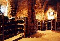 Weinkeller Schloss Seggau by wikimedia Norbert Kaiser - Edle Weinsammlung: Keine Aufteilung bei Scheidung