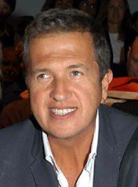 "Mario Testino by wikimedia Jorge Barrios - Mario Testino: Ausstellung ""In your Face"" in Boston"