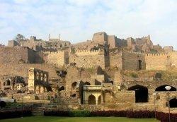 Festung von Golkonda cc by wikimedia/ Bobsodium