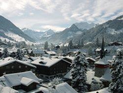Gstaad by wikimedia GstaadTourismus - aSmallWorld: Winter Weekend des exklusiven Netzwerks