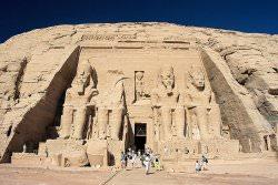 Abu Simbel by wikimedia Blueshade - Eine zweijährige Luxus-Weltreise zu allen UNESCO-Welterbestätten!