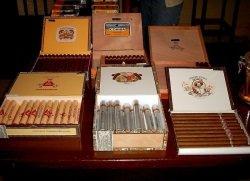 Zigarren by wikimedia Leftie11 - Kuba: Internationale Prominenz bei Zigarren-Auktion