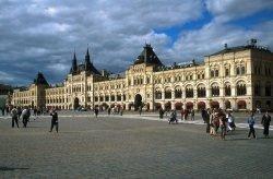 GUM Moskau by wikimedia Josef F. Stuefer - GUM: Kaufhauslegende im Herzen Moskaus