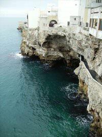 Grotta Palazzese by wikimedia abxbay - Besondere Restaurants: Grotta Palazzese in Apulien