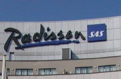 Radisson by wikimedia Ingo2802 - Wine Tower im Radisson Blu Hotel in Zürich