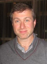 """Roman Abramowitsch by wikimedia Mark Freeman - Roman Abramowitsch: Nachbarn in Londoner Luxusgegend """"not amused"""""""