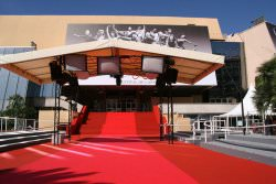 Cannes by wikimedia Bledard92 - 66. Filmfestival von Cannes glanzvoll eröffnet!