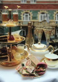 """24 Karat Gold Afternoon Tea Foto Taj Hotels - Hotel 51 Buckingham Gate lädt zum """"24 Karat Gold Afternoon Tea"""""""