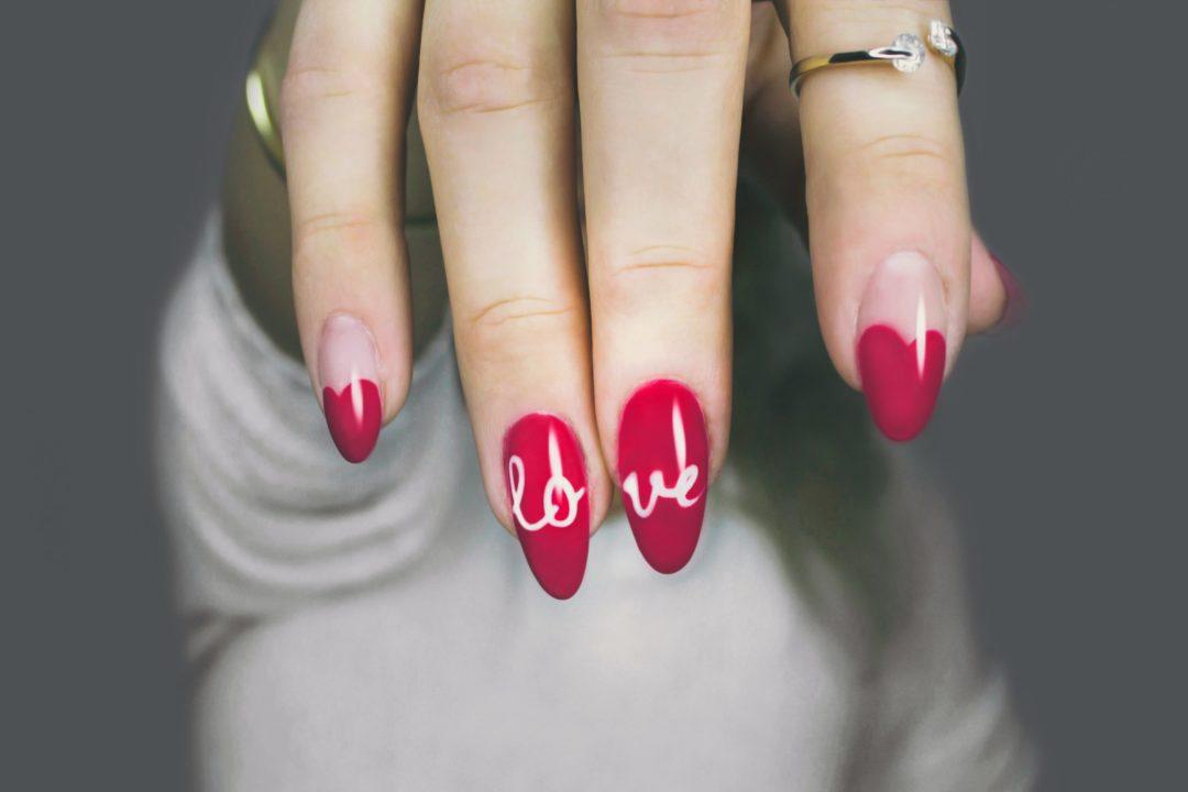 fingernagel fingernaegel nail art 1080x720 - Lady Gaga: Ein künstlicher Fingernagel für 12.000 Dollar versteigert!