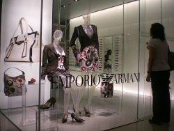 Armani by wikimedia Chater Armani - Luxuswindeln von Armani ein Plagiat!