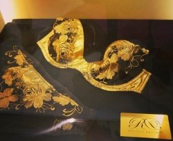 Rococo Dessous Foto Facebook comRococo Dessous - Rococo Dessous: Ein Wäsche-Set aus Gold