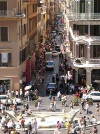 Via Condotti Rom by wikimedia G.Lanting - Via Condotti in Rom: Luxusmeile im Herzen der ewigen Stadt