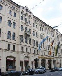 Vier Jahreszeiten by wikimedia Rufus46 - München: Das Hotel Vier Jahreszeiten Kempinski