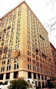 WTM New York by wikimedia Tony 189x300 - Die Rose Bar in New York: Treffpunkt der Kreativ-Elite