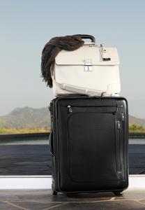 Tumi Koffer 208x300 - TUMI - Der Designer mit Empathie für eine große Kultur