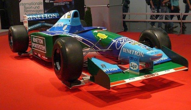 Benetton B194 Ford 1994 von Michael Schumacher by wikimedia Stahlkocher - Michael Schuhmachers erster Weltmeister-Bolide wird versteigert