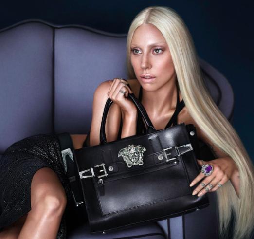 Bildschirmfoto 2013 11 28 um 14.01.48 - Lady Gaga für Versace